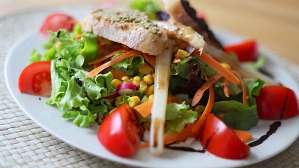 rezepte vorspeisen und salate abendschau br fernsehen. Black Bedroom Furniture Sets. Home Design Ideas