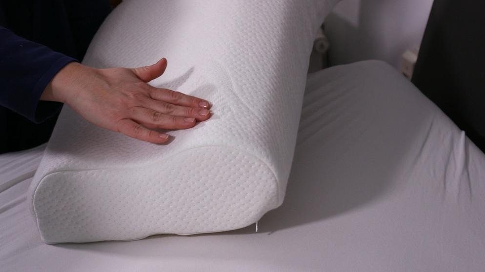 verspannter nacken kissen check das perfekte kopfkissen. Black Bedroom Furniture Sets. Home Design Ideas