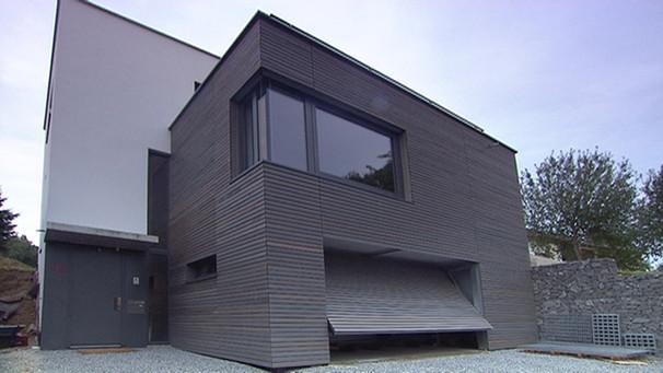 haus mit doppelgarage flachdach. Black Bedroom Furniture Sets. Home Design Ideas