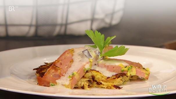 Rezept der Küchenlotterie Gebratene Kräuter Leberkäs Streifen mit Sellerie Pflaumen Rösti und