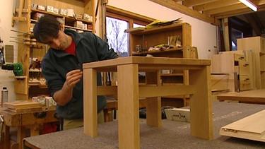 schreiner in mit hobel und handwerklichem geschick ich mach 39 s ard alpha fernsehen. Black Bedroom Furniture Sets. Home Design Ideas