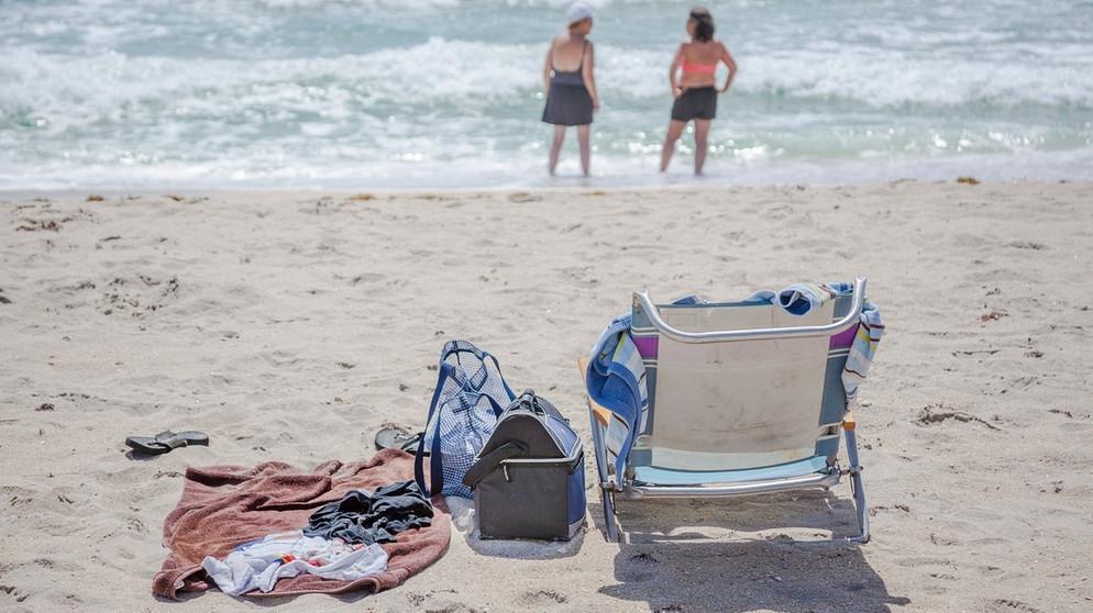 sicherheit am strand wertsachen am strand gut verstecken bayern 1 radio. Black Bedroom Furniture Sets. Home Design Ideas