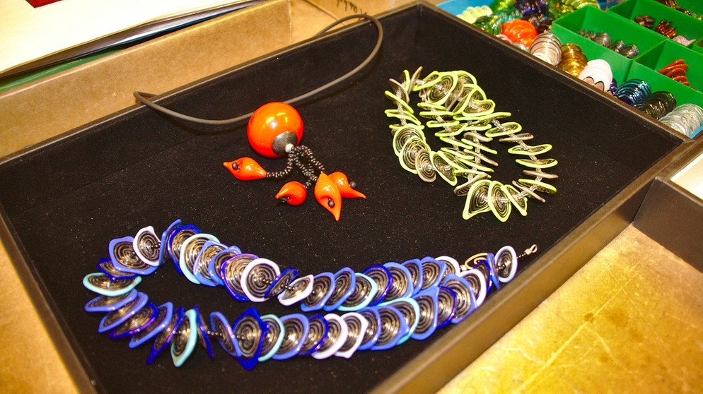 glasschmuck workshops glas selbst gestalten in n rnberg zeit f r bayern bayern 2 radio. Black Bedroom Furniture Sets. Home Design Ideas