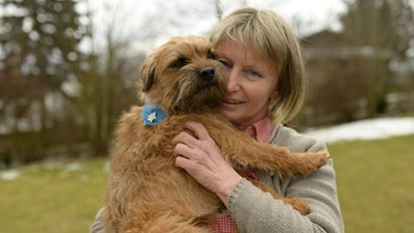 Heidi Deml mit ihrem Border Terrier Wiggerl | Bild: BR/south & browse
