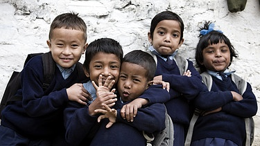 Waisenkinder in Nepal | Bild: picture-alliance/dpa