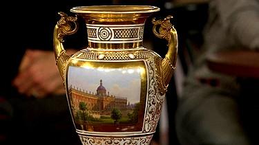 porzellan s mtliche vasen auf einen blick schatzkammer kunst krempel br fernsehen. Black Bedroom Furniture Sets. Home Design Ideas