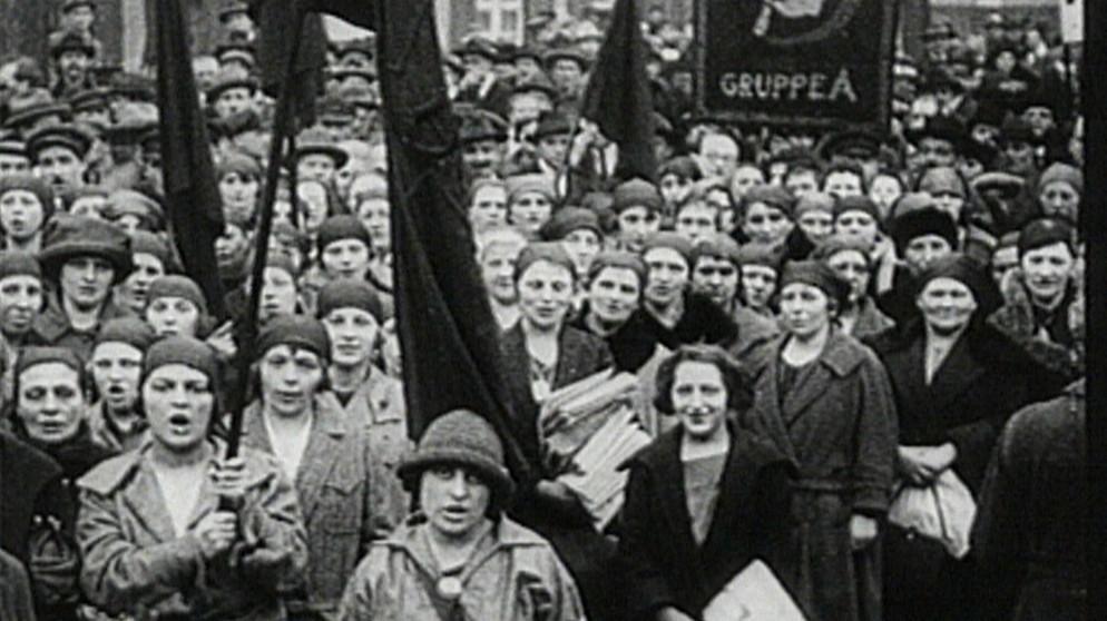 Frauenbewegung Die Geschichte Der Emanzipation Br