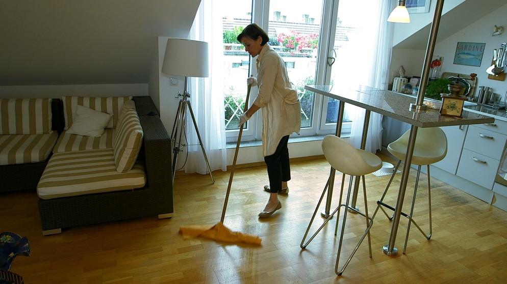 der check haushaltsroboter auf dem pr fstand br24. Black Bedroom Furniture Sets. Home Design Ideas