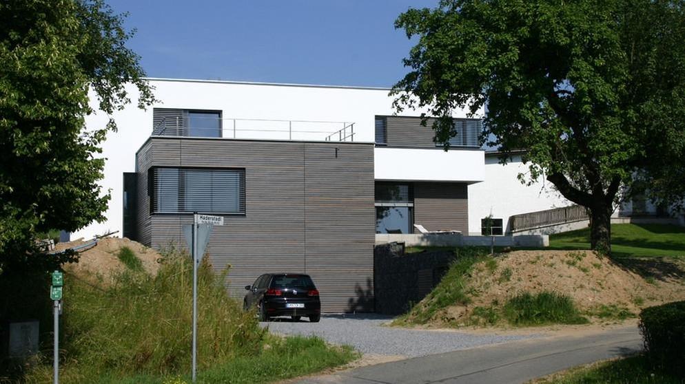 Charming Das Haus Passt Sich In Den Hang Ein. | Bild: Markus Weber