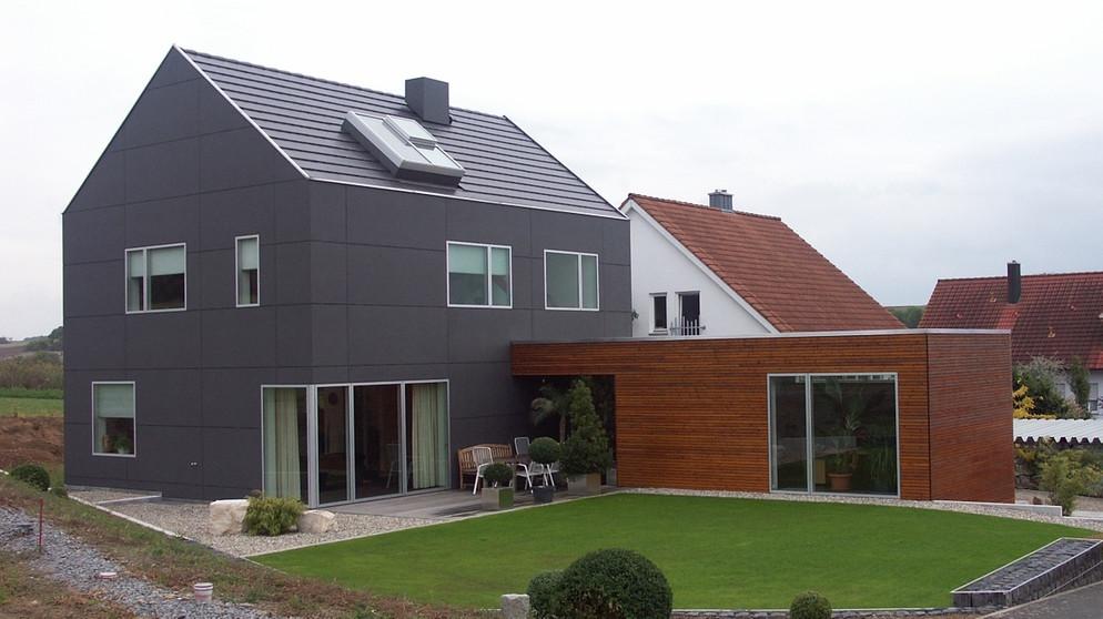 Schwarze Fassade traumhäuser wiederbesucht ein einfamilienhaus in schwarzer hülle