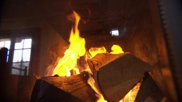 Ein gemauerter Ofen verströmt eine besonders angenehme Wärme | Bild: BR/Volker Gabriel