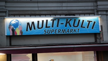 Multikulti-Supermarkt an der Eisenbahnmarkthalle in Berlin Kreuzberg | Bild: picture-alliance/dpa