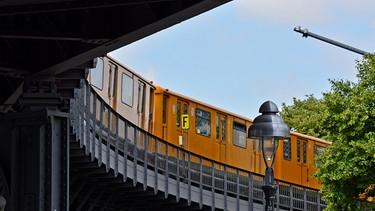 Alpha Thema Eisenbahn Eisenbahnbilder Berlin Auf Gleisen In Den