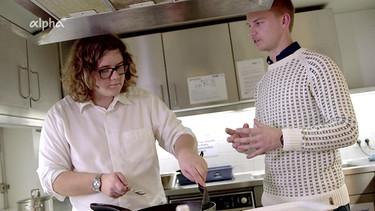 Zum Video Mit Informationen Studentenküche Schweden Köttbullar Und Als  Nachtisch Äppelpaj