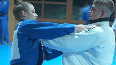 Theresa Stoll beim Judo-Training | Bild: BR