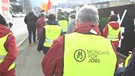 "Demonstranten in Westen mit der Aufschrift ""Mondays for Jobs"" 
