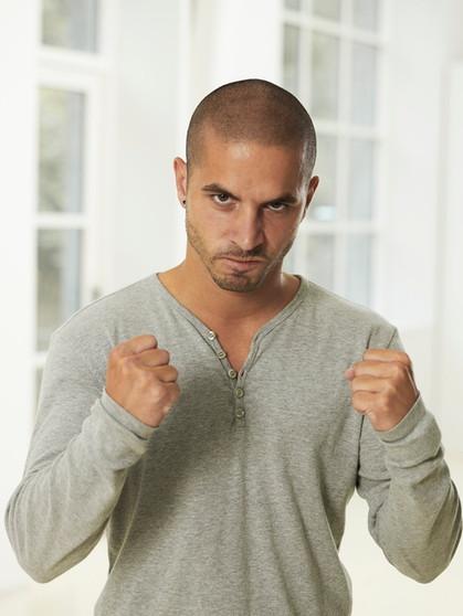 Hinter rücken mann hände körpersprache dem Körpersprache