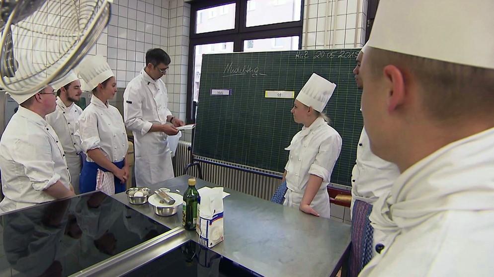 Fachpraktiker Küche: Der Küchenprofi | Ich mach\'s! | ARD-alpha ...