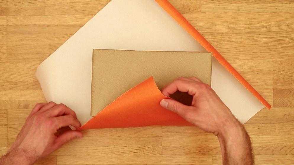 geschenkpapier formel geschenke verpacken mit system wissen themen. Black Bedroom Furniture Sets. Home Design Ideas