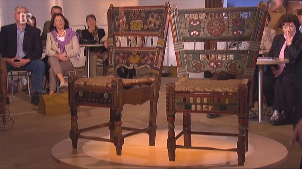brautst hle bunte pracht auf holz m bel schatzkammer kunst krempel bayerisches. Black Bedroom Furniture Sets. Home Design Ideas