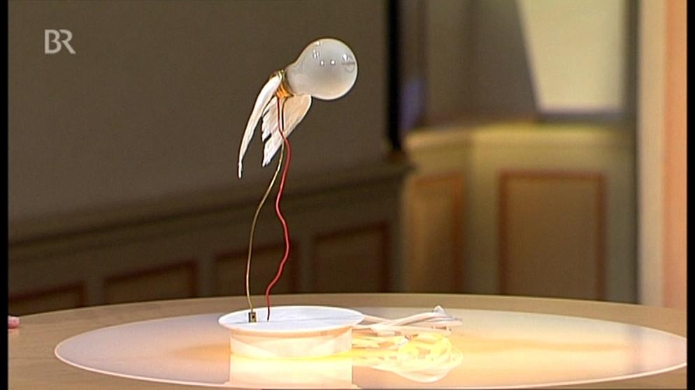 lampe fliegende gl hbirne design schatzkammer kunst krempel br fernsehen fernsehen. Black Bedroom Furniture Sets. Home Design Ideas
