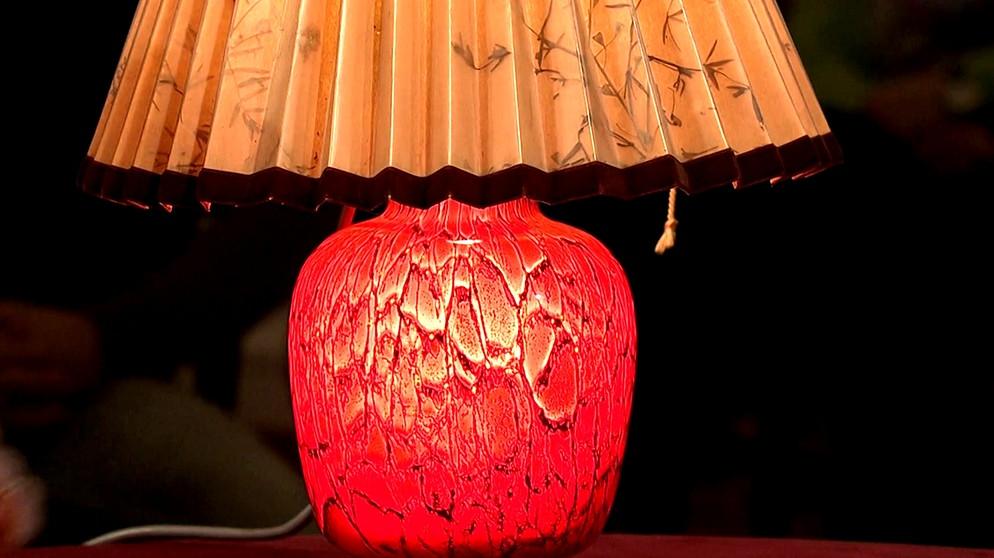 lampe mit glasfu vulkan auf spitzendeckchen glas schatzkammer kunst krempel br. Black Bedroom Furniture Sets. Home Design Ideas