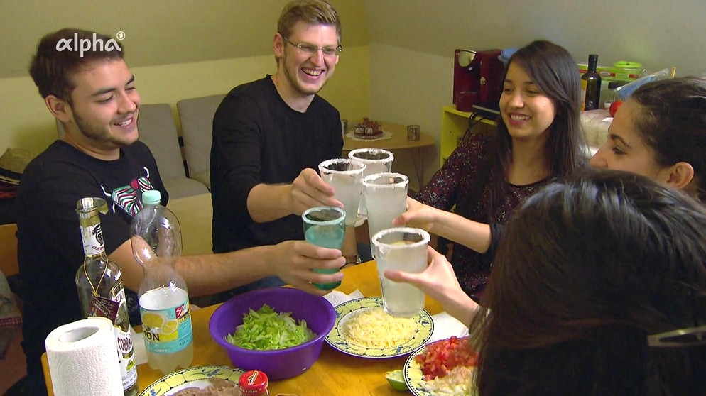 Zum Video Internationale Studentenküche Mariana Aus Mexiko City Kocht  Gorditas