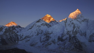 Mount Everest mit Sonne | Bild: picture alliance / blickwinkel/F. Neukirchen