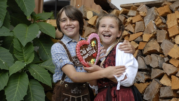 42dcd52cb1e5c8 Tracht zum Volksfest: Dirndl und Lederhose | BR Kinder - eure Startseite