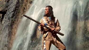 Pierre Brice als Apachen-Häuptling Winnetou | Bild: picture-alliance/dpa