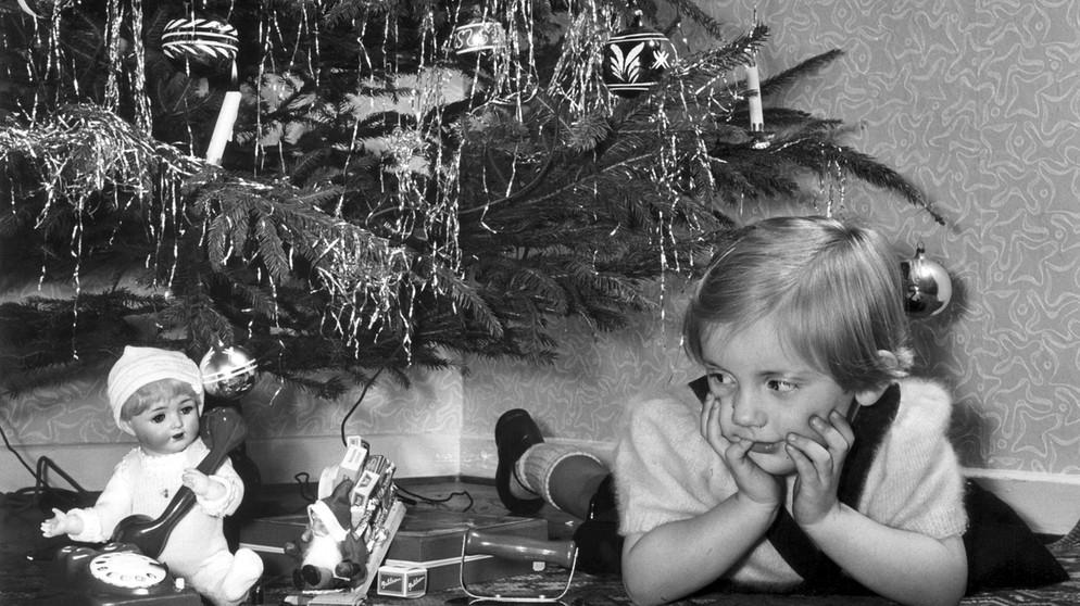 Geschichte Weihnachtsbaum.Geschichte Des Christbaumschmucks Kugeln Sterne Lametta
