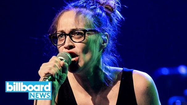 Fiona Apple Debuts Anti-Trump Song 'Tiny Hands' in Honor of Women's March | Billboard News | Bild: Billboard News (via YouTube)