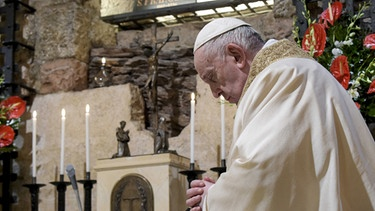 Papst Franziskus in Assisi | Bild: picture alliance / abaca