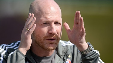 Munich's sporting director Matthias Sammer gestures while talking to journalists after a training session in Doha, Qatar, 08 January 2016. Bayern Munich stays in Qatar until 12 January 2016 to prepare for the second half of the German Bundesliga season. | Bild: picture-alliance/dpa/Andreas Gebert