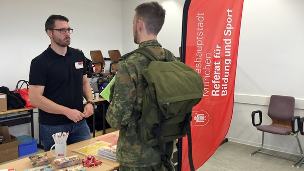 91ad5692e5 München sucht Erzieher bei der Bundeswehr: Ex-Fallschirmjäger leitet ...