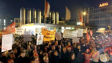 Proteste Und Streik Vor Dem AEG Werk In Nürnberg Gegen Die Schließung Des  Stammwerks 2007