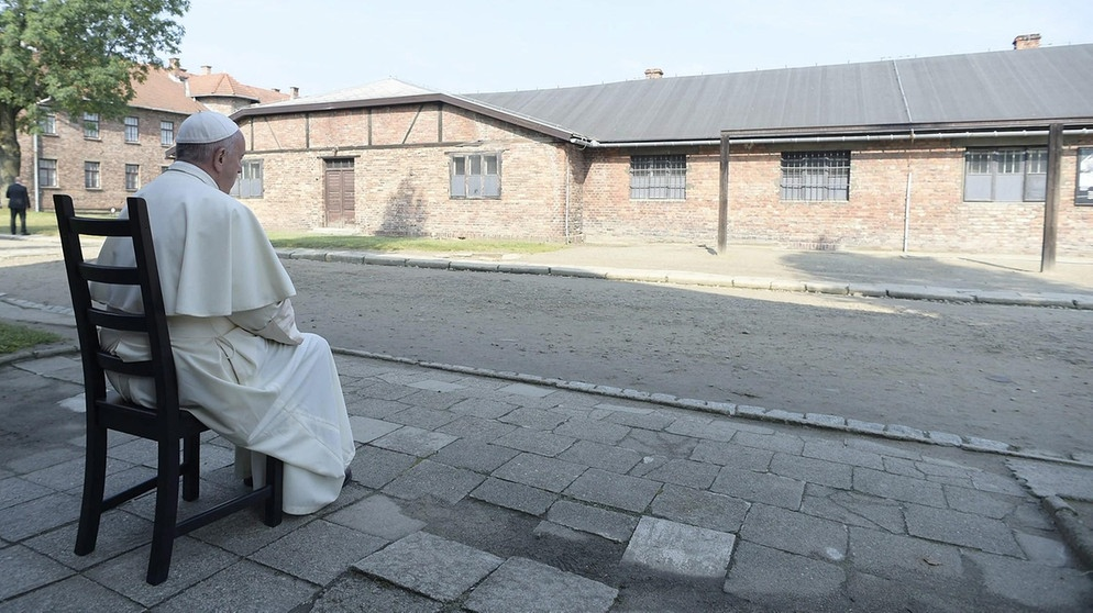 Pope Francis visits former Nazi German concentration and extermination camp Auschwitz-Birkenau in Oswiecim | Bild: Reuters (RNSP)