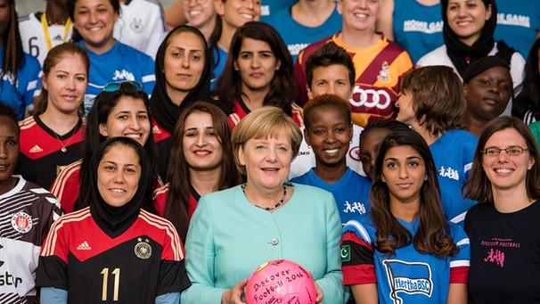 7eabf2f6260798 Popularklage eingereicht  Neue Frauen braucht das Land