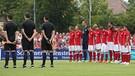 Schweigeminute beim Testspiel des FC Bayern   Bild: dpa-Bildfunk