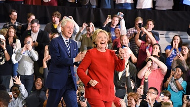 Bill und Hillary Clinton in North Carolina | Bild: picture-alliance/dpa