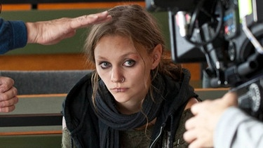 Making of: Mathilde Bundschuh (Rolle: Bille) und Crew | Bild: BR/ Oliver Vaccaro