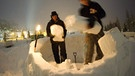 Members of the 'Occupy WEF' movement build an igloo at their camp site two days before the opening of the 42nd Annual Meeting of the World Economic Forum, WEF, in Davos, Switzerland. The main theme of the Meeting, which will take place from 25 to 29 January, is 'The Great Transfomation: Shaping New World'. | Bild: dpa / picture-alliance
