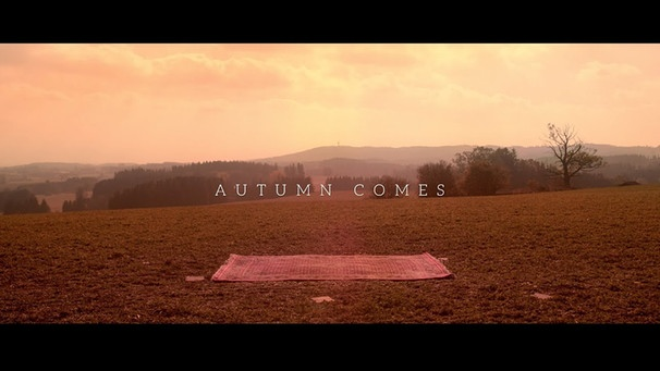 Mary Lou - Autumn Comes (Official Video) | Bild: Bougalou (via YouTube)