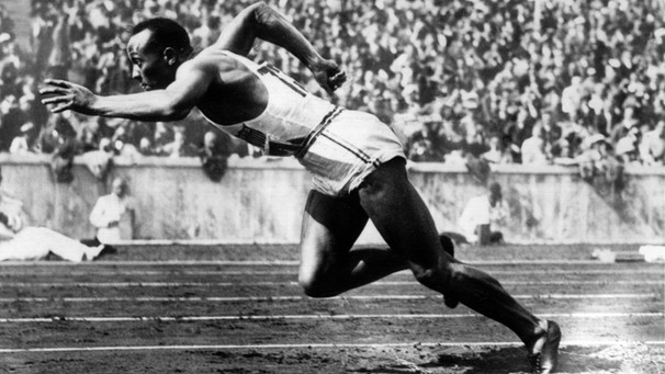 Ser Sprinter Jesse Owens beim Start. Olympiade 1936 in Berlin | Bild: picture-alliance/dpa