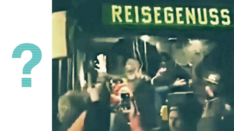 Einwohner von Clausnitz beschimpfen ankommende Flüchtlinge in einem Bus (Screenshot vom Video) | Bild: Screenshot/ Collage: BR