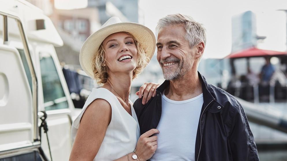 Frau jüngeren mann sucht ältere Ältere Geschäftsfrau