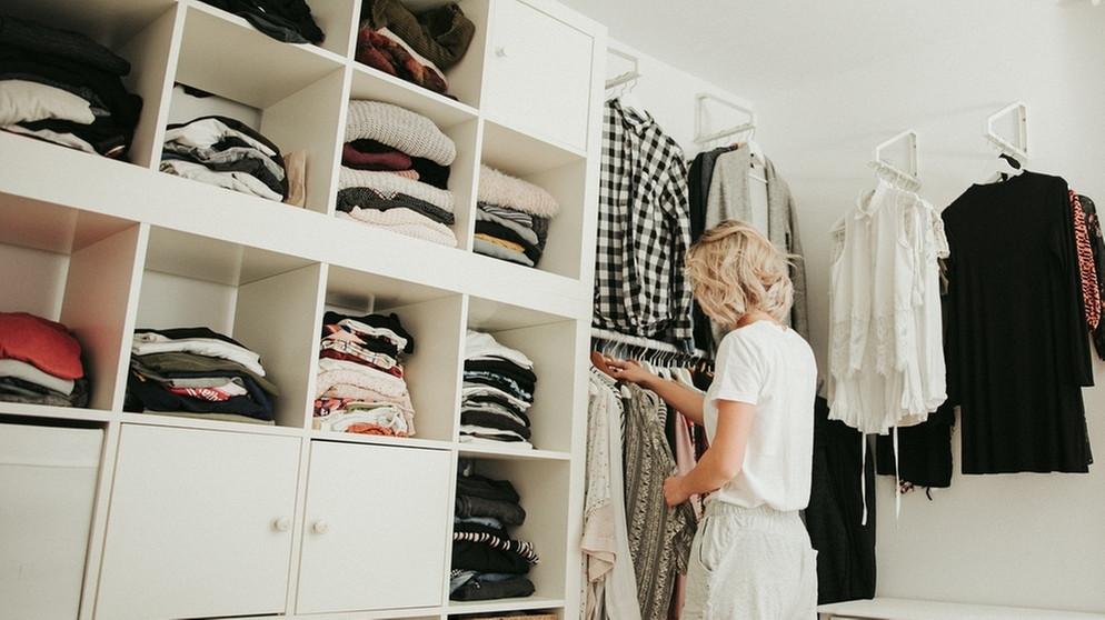 alte kleidung verkaufen so verdienen sie mit alter. Black Bedroom Furniture Sets. Home Design Ideas