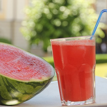 Selbstgemacht Melonenlimonade | Bild: mauritius-images