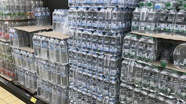 Mineralwasser in Plastik-Einwegflaschen   Bild: picture-alliance/dpa