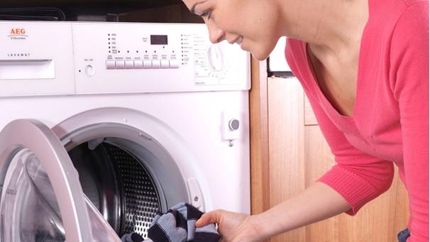 Waschmaschine riecht: Das hilft gegen lästigen Geruch aus